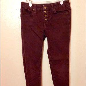 Skinny cut pants.